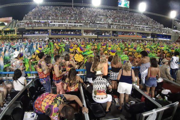 Visual das frisas à passarela. Carnaval do Rio de Janeiro na Marquês da Sapucaí.