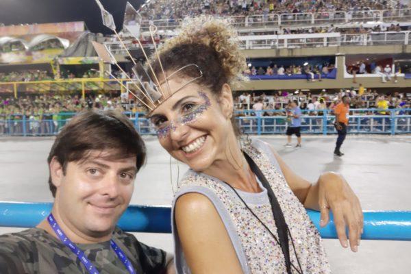 Clientes felizes disfrutando ao máximo nas Frisas. Carnaval do Rio de Janeiro